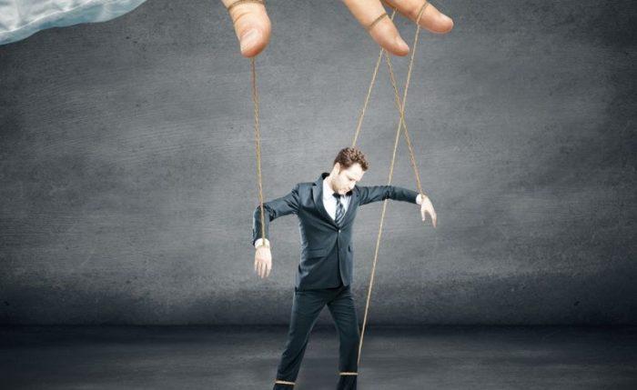 Characteristics of manipulative people